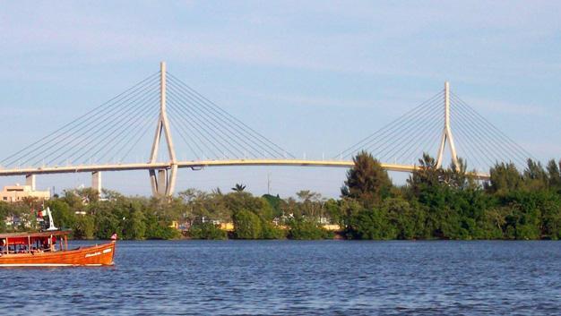 Puente en el Margen del Río Pánuco